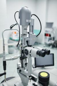 Zdjęcie przedstawia nowoczesny laser mikropulsacyjny